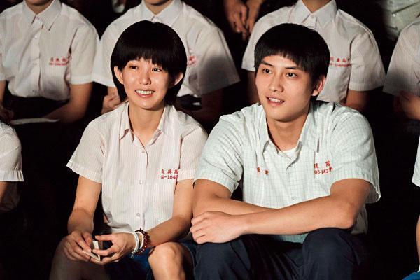 就算戀情時常公開,瑤瑤(左)事業算是頗旺,她連續接演《通靈少女》,打開亞洲知名度。 右為范少勳。(HBO Asia提供)