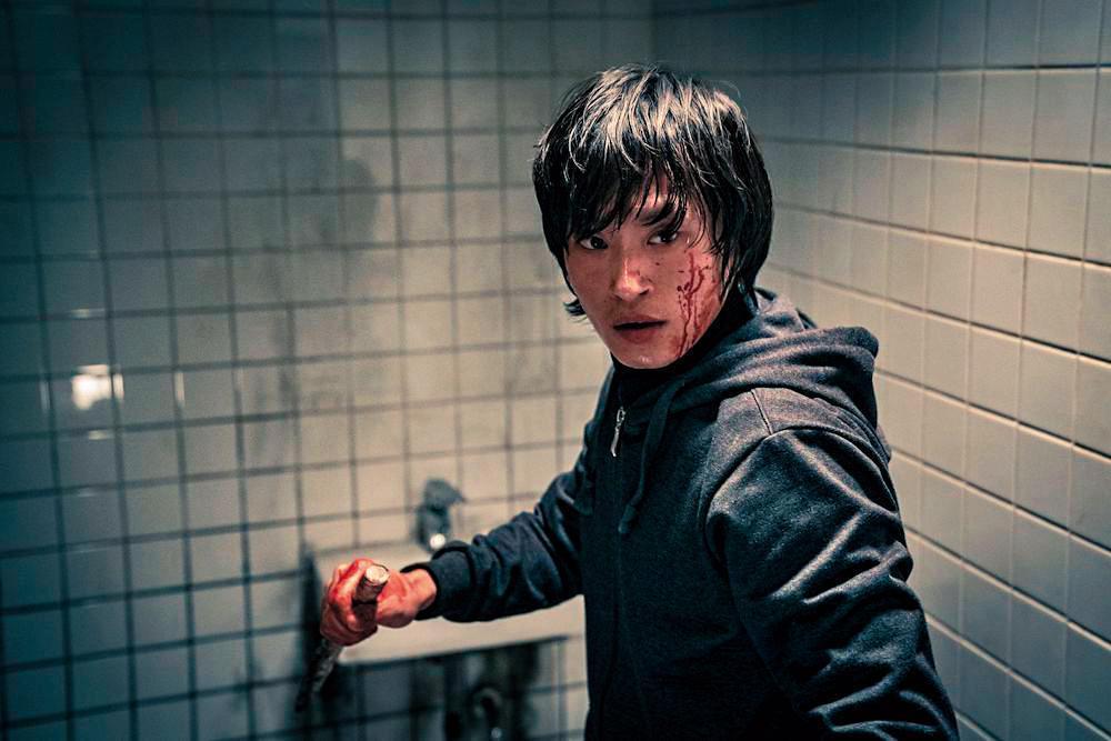 《極惡對決》從無差別殺人事件做為劇情開端.以金成圭飾演的連續殺人魔反映現今社會的病態。(翻攝自Naver)