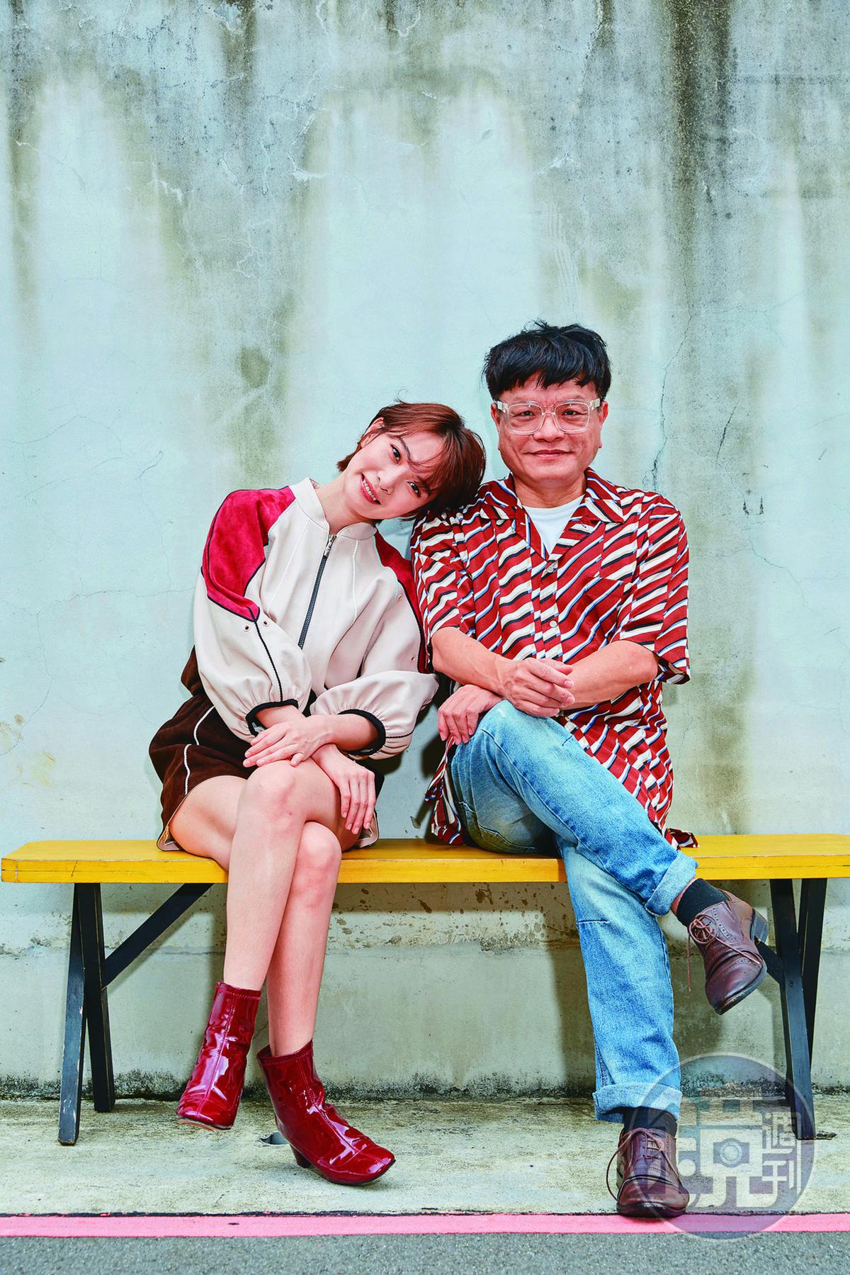 李亦捷(左)親赴酒店見習,紮實的演員功課,幫助導演施立(右)塑造更立體的角色。