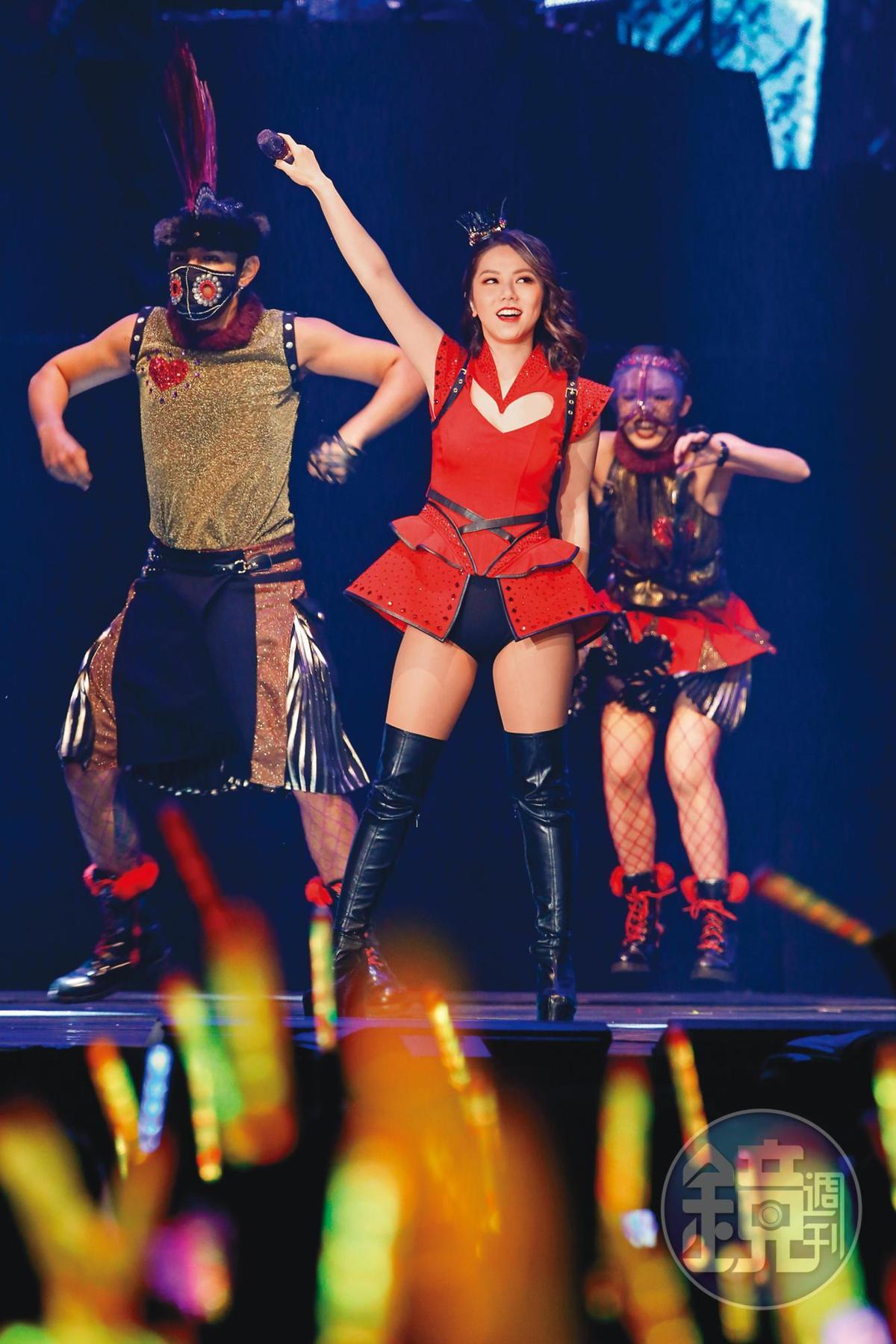 每辦演唱會都創下秒殺紀錄的鄧紫棋,在KKBOX頒獎典禮中承諾,要為歌迷辦巡演。