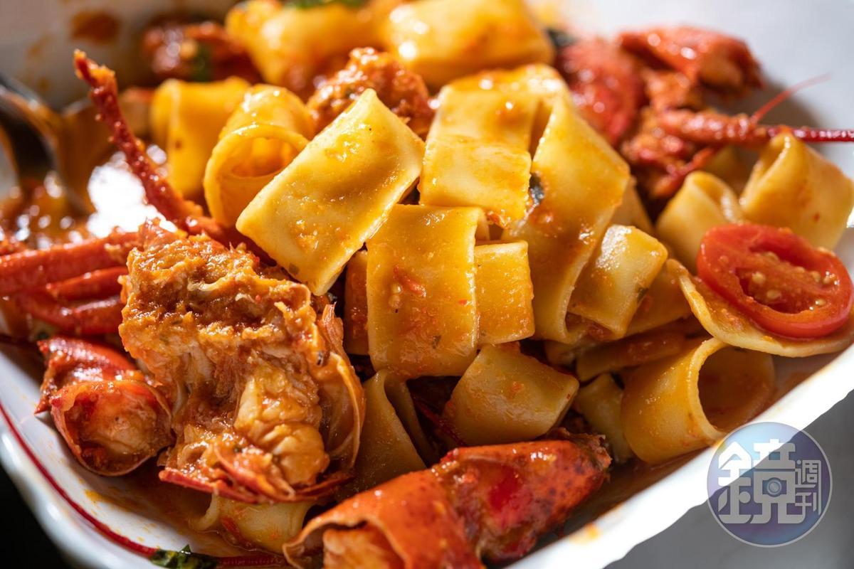 鮮美的「龍蝦寬管麵」是超人氣推薦。(18歐元/人,約合NT598,最少2人點)