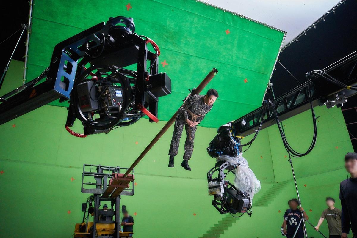 《與神同行:最終審判》中特效鏡頭超過2千個,是亞洲電影中罕見的大規模。(翻攝自Naver)