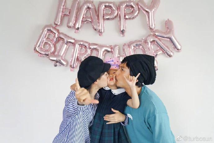 孫儷和鄧超的女兒「小花」迎來6歲生日,孫儷特別發文慶祝。(翻攝自孫儷微博)
