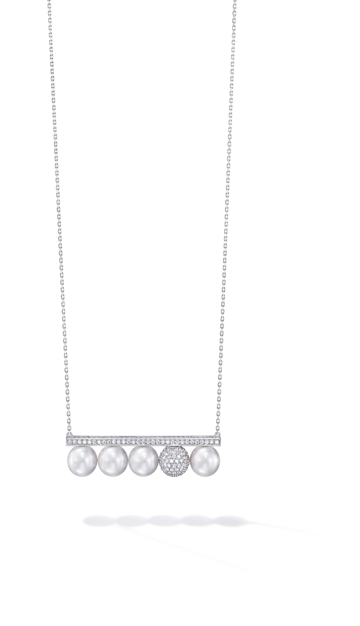 balance signature decade pearls & diamonds項鍊。NT$940,000。(TASAKI提供)