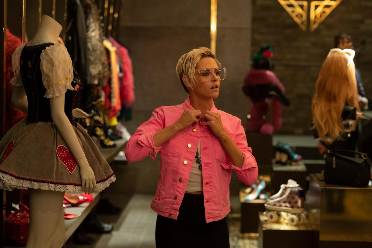 《霹靂嬌娃》莎賓娜擅長各種變裝、偽裝身份。(索尼影業提供)