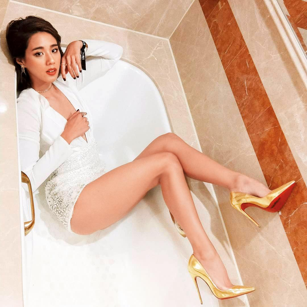 辣模Angelina身材很讚,有著一雙纖細的大長腿,神似馬思純,有不少粉絲。(翻攝自Angelina IG)
