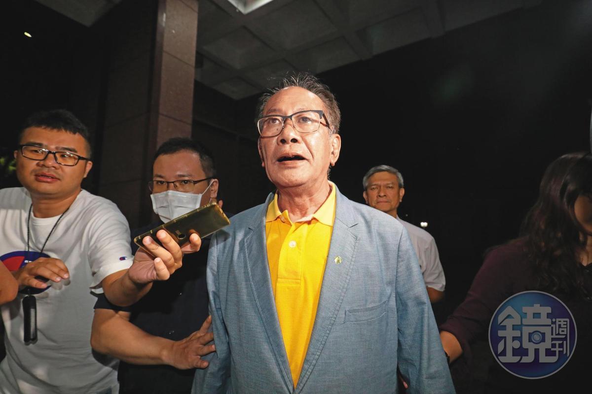 國民黨立委陳超明暗助李恆隆爭奪SOGO經營權,透過政治獻金手法收下100萬元賄款,被認定涉及對價遭羈押禁見。