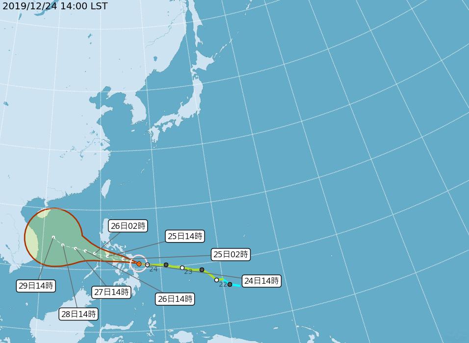 颱風巴逢於昨日增強為中颱,雖未直接對台造成影響,但外圍水氣將逐漸北飄,讓全台週末降雨機率大增。(翻攝自中央氣象局)
