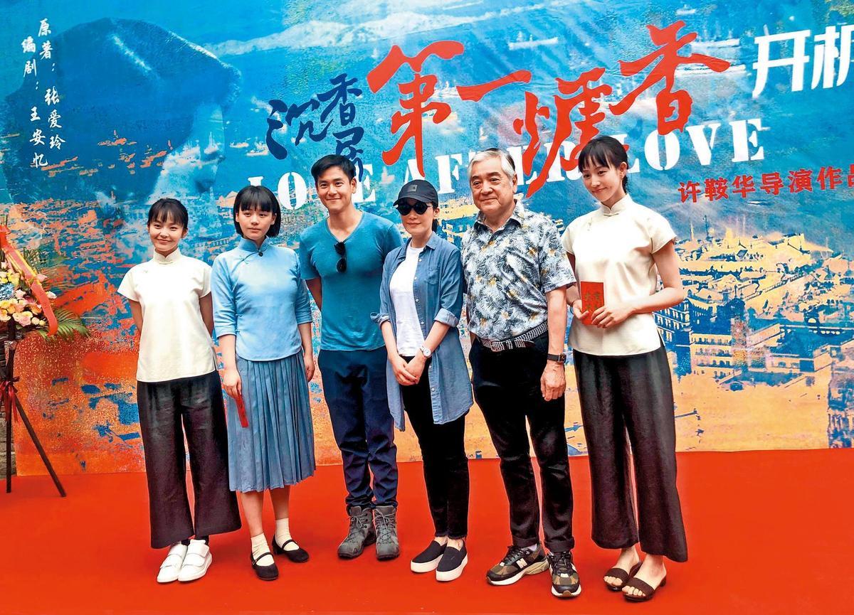 張鈞甯(右一)與邱澤合作時,還在趕拍與彭于晏(左三)合演的《第一爐香》。(翻攝自微博)
