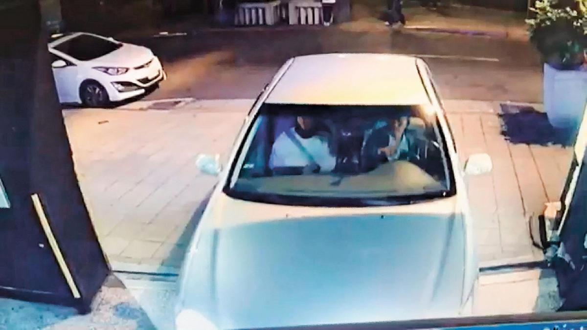 凶手與死者同車的影像曝光,警方根據車牌號碼,抓到凶手。(翻攝畫面)