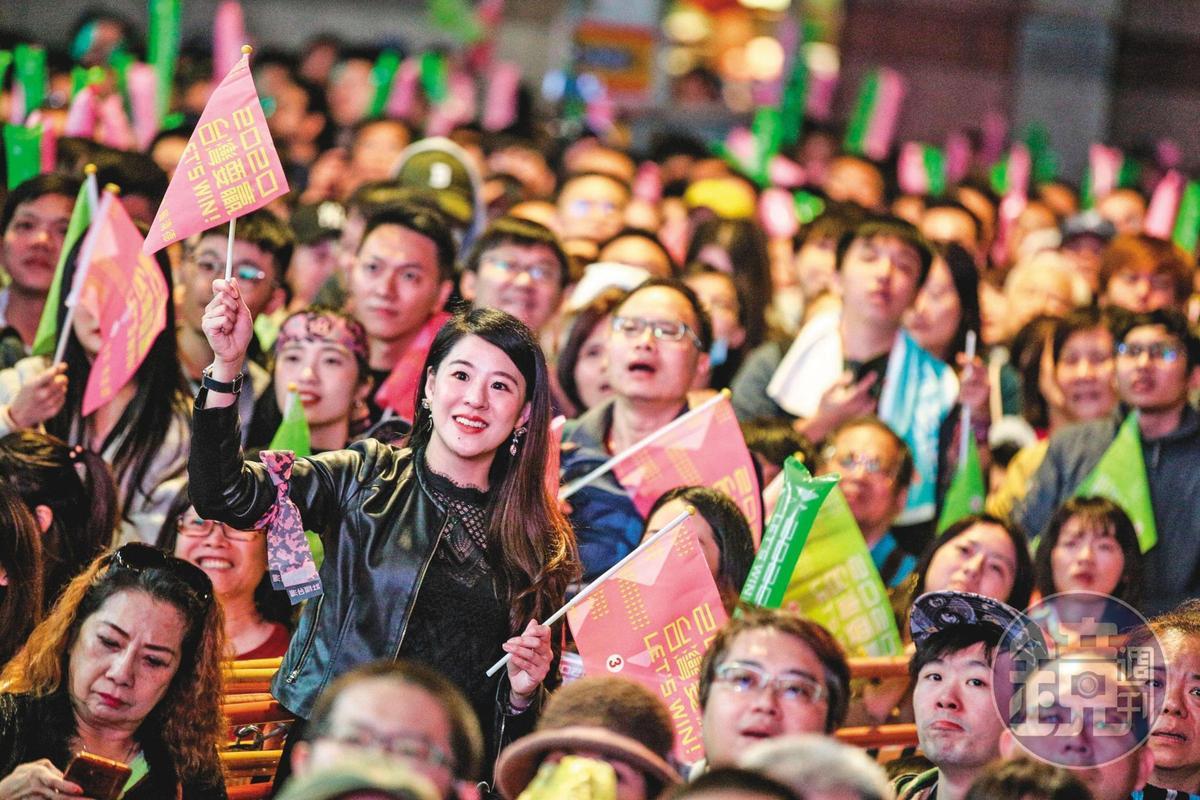 開票當晚,蔡英文支持者在競選總部外忘情吶喊,獲年輕選民相挺是小英得以衝高票的關鍵。