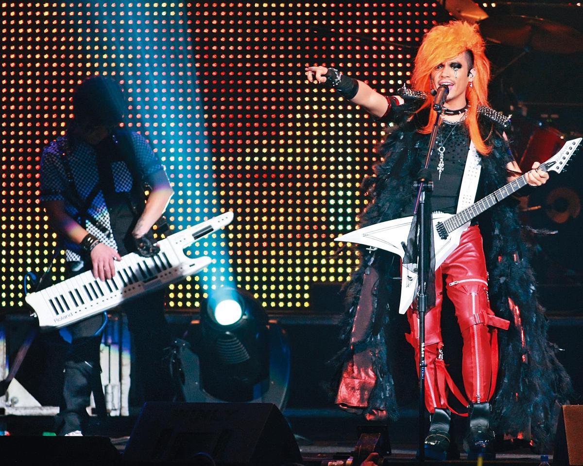 演出國片《海角七号》爆紅後,范逸臣(右)曾在台北小巨蛋開演唱會,當時吸引上萬觀眾到場朝聖。(東方IC)
