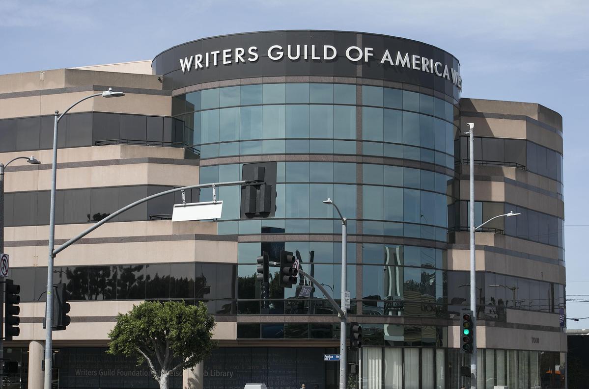 好萊塢編劇工會與經紀人協會為了「打包費」對峙一年,日前更大動作要求會員集體解僱他們的經紀人。(東方IC)
