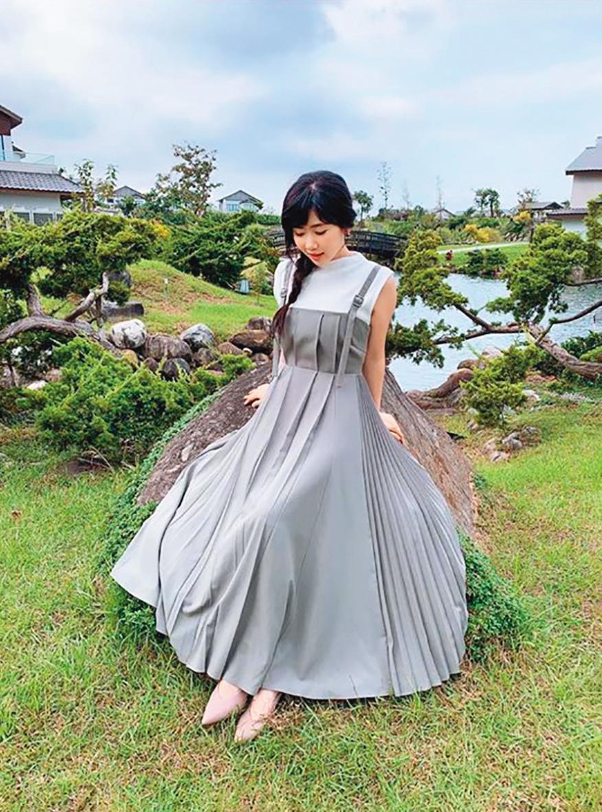 江宏傑很自豪「照」得住老婆、退役日本桌球女神福原愛,重點是腳尖要貼齊畫面底部。(翻攝自福原愛臉書)