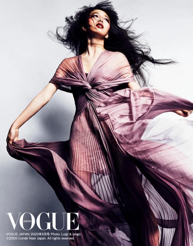 木村心美將由《Vogue Japan》5月號封面正式宣告出道。(翻攝自網路圖片)