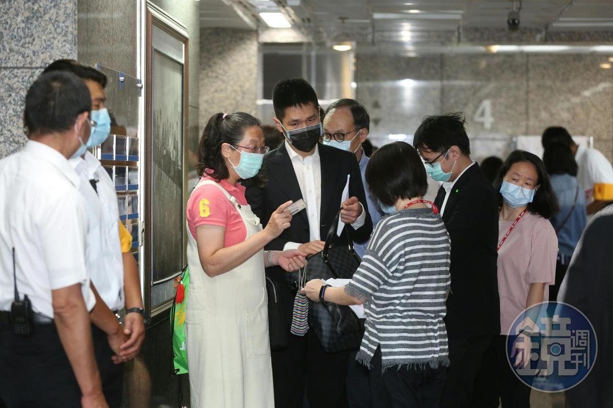 東林外商派今日召開臨股會,公司派也派人參加。