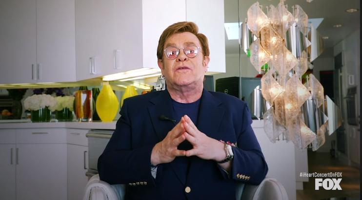 艾爾頓強29日舉行「客廳演唱會」慈善募款活動 。(翻攝自Elton John臉書)