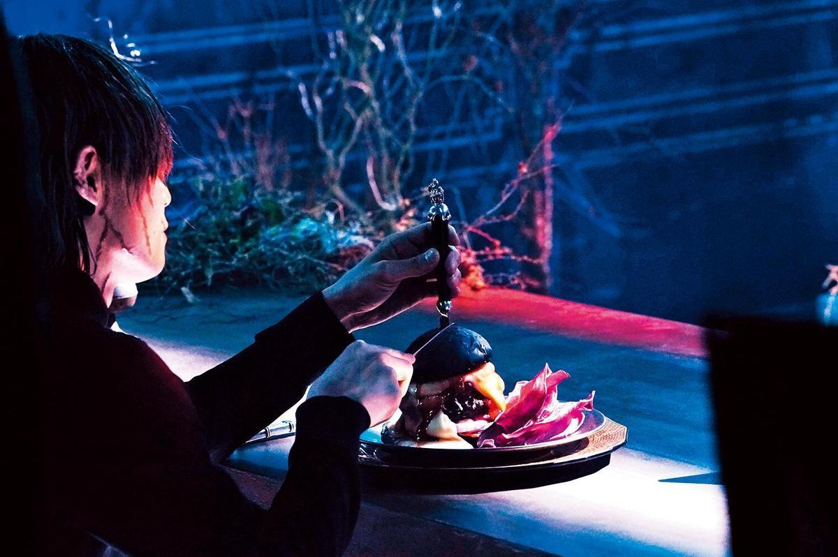 電影中的漢堡在不同情境下出現,漢堡的造型也襯托當時的氣氛。(天馬行空提供)