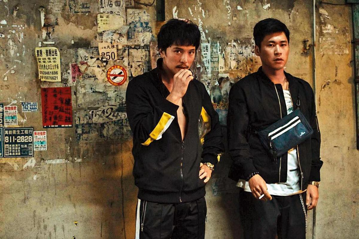 邱澤(左)去年獲台北電影節影帝後,接拍了不少電影,包括10月上映的《江湖無難事》。(華映提供)
