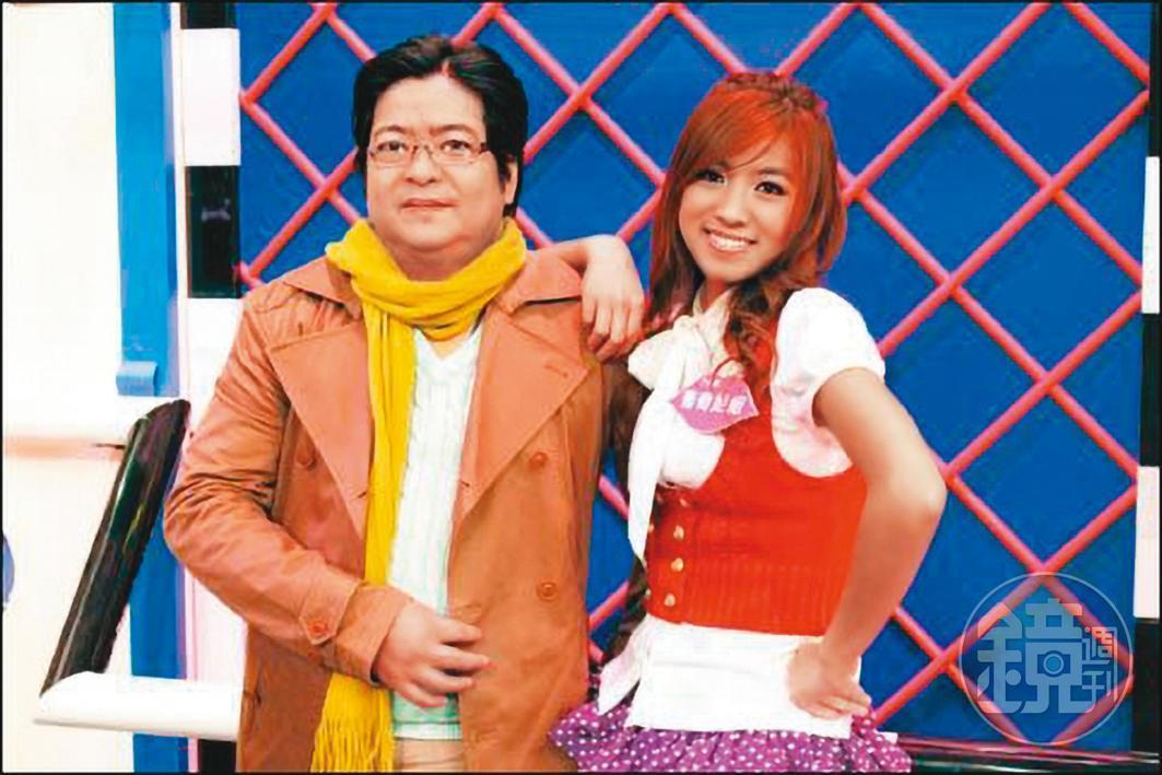 米可白與爸爸感情很好,2人曾一起上節目,爸爸打扮成韓星裴勇俊,相當搞笑。(米可白提供)