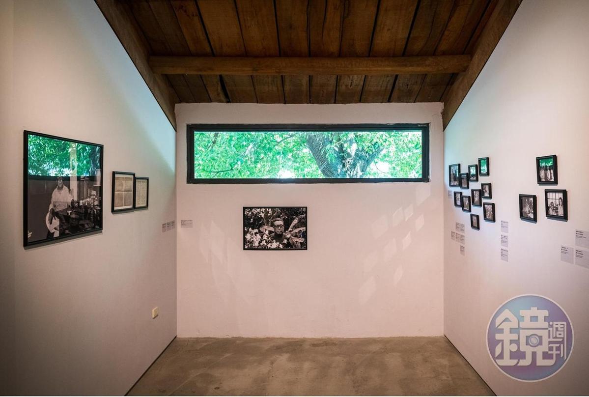小小空間裡展示關於臺靜農的生活老照片。