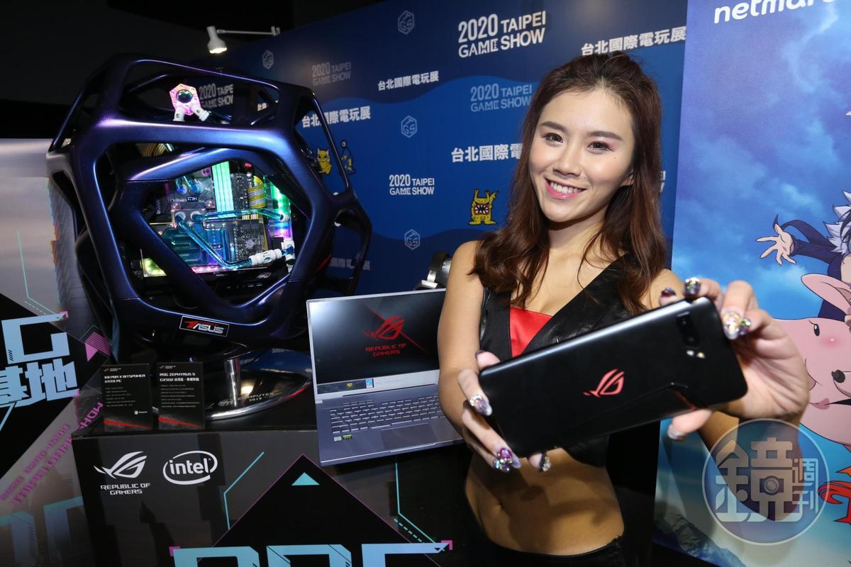 華碩今年打造電競品牌最大攤位。