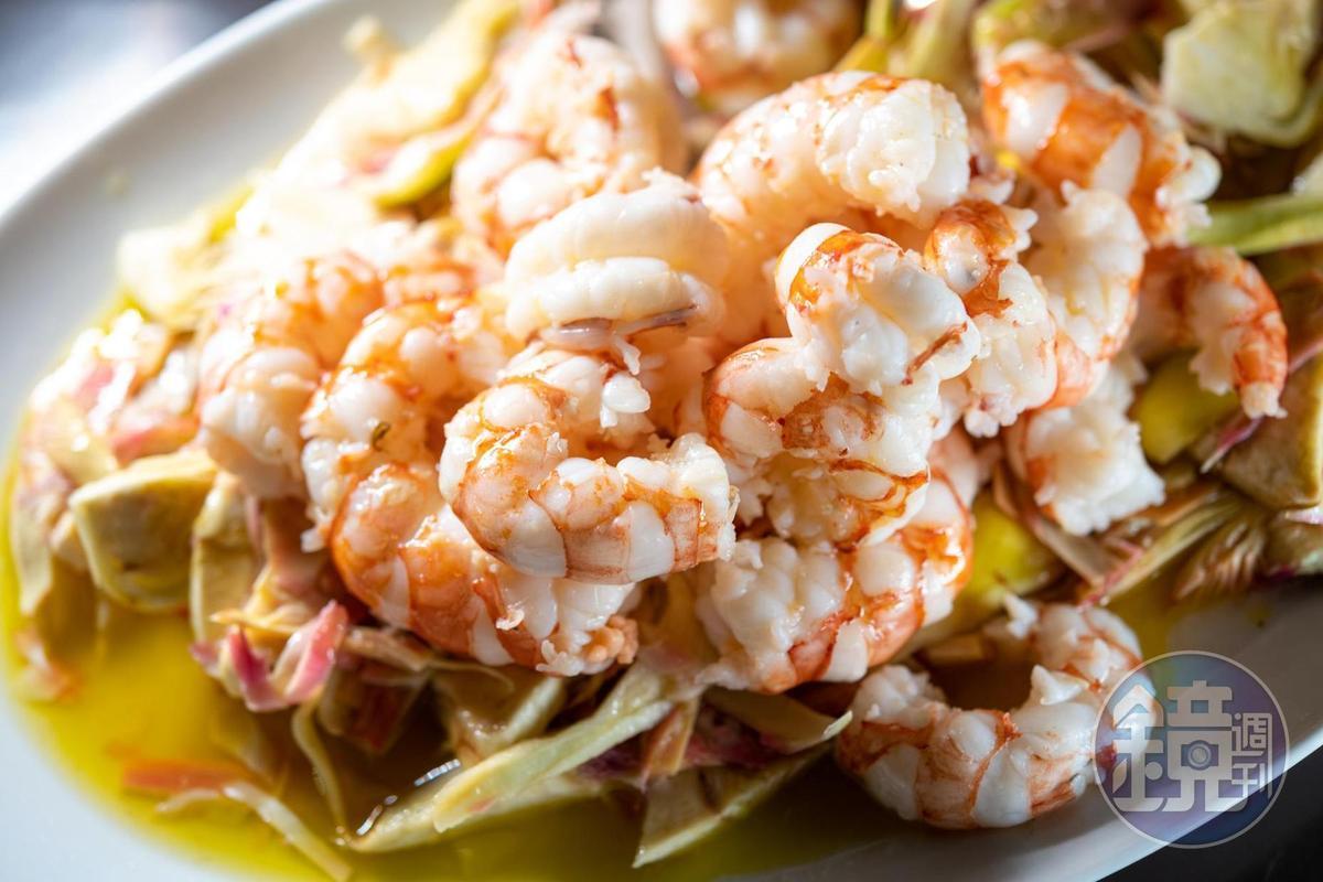 「鮮蝦朝鮮薊沙拉」淋上橄欖油,馨香可口。(20歐元/份,約合NT665)