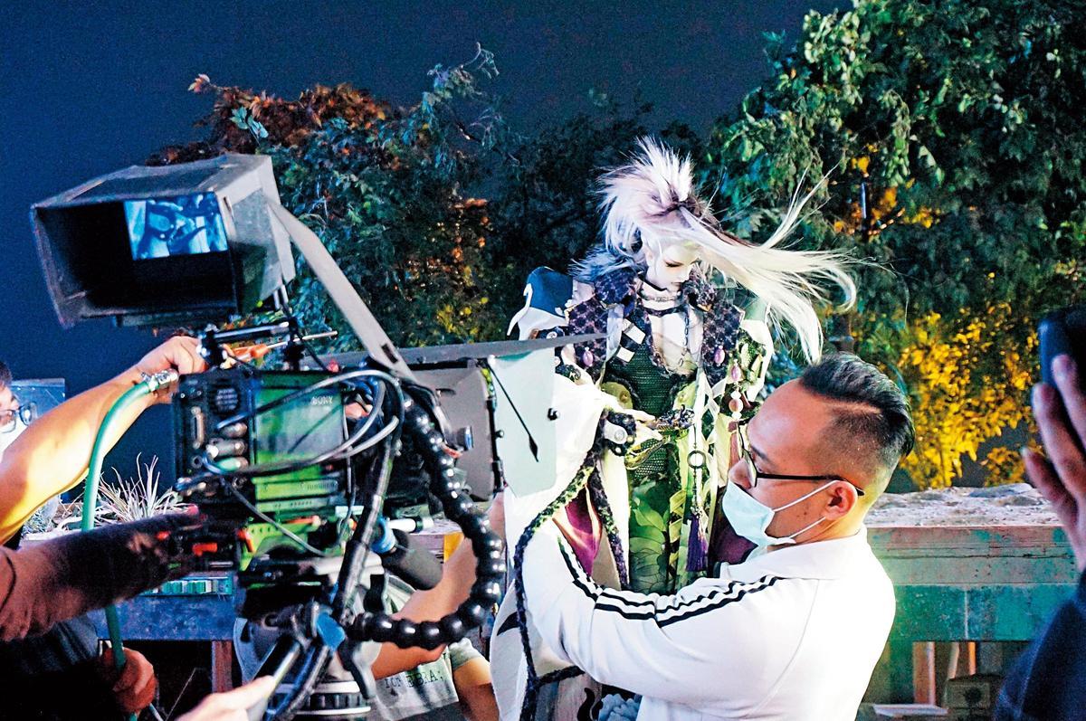 霹靂仿效漫威開啟「霹靂英雄宇宙」,在新劇《刀說》中運用創新拍攝手法(下圖),畫面更有看頭。(霹靂國際提供)