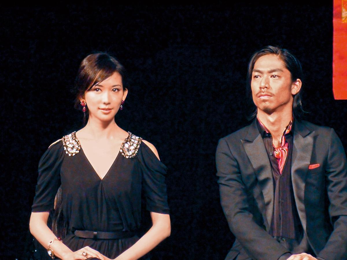 林志玲(左)和AKIRA八年前因為拍攝舞台劇結識,AKIRA在聲明中透露兩人一直維持友好關係,直到去年底才開始交往。(東方IC)