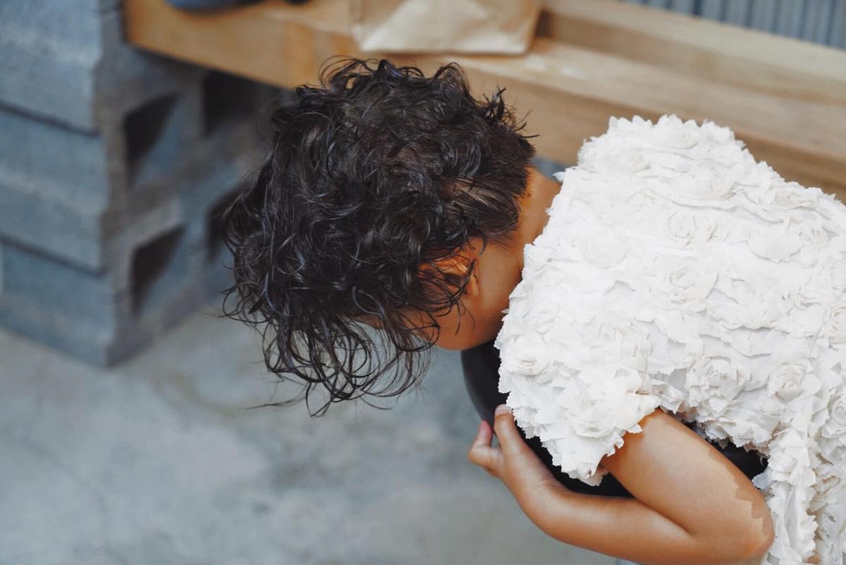 嚕喜說想要捲頭髮,媽媽隋棠立刻讓她夢想成真。(翻攝自隋棠臉書)