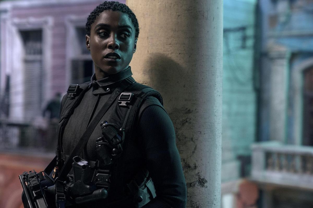 在《驚奇隊長》飾演美國飛官的拉莎娜林區,到了《生死交戰》成為「天字00號」的情報員,是龐德的接班人。(UIP提供)