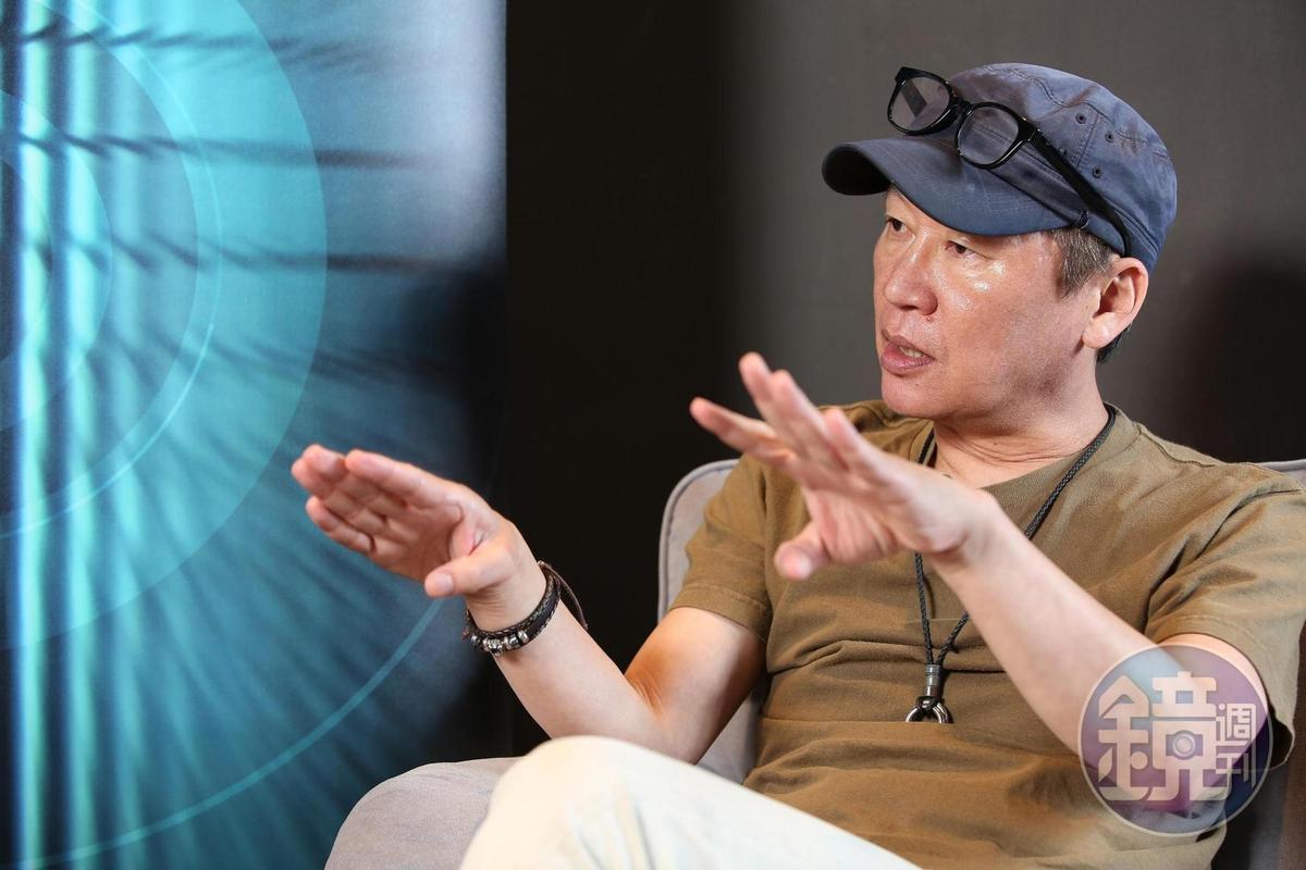 元東淵透露,下一部系列作的題材為「魯蛇救地球」。