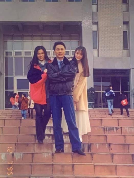 蔡輝煌悼念這位得意門生,在臉書PO出多張劉真大學時期的照片。(翻攝自蔡輝煌臉書)