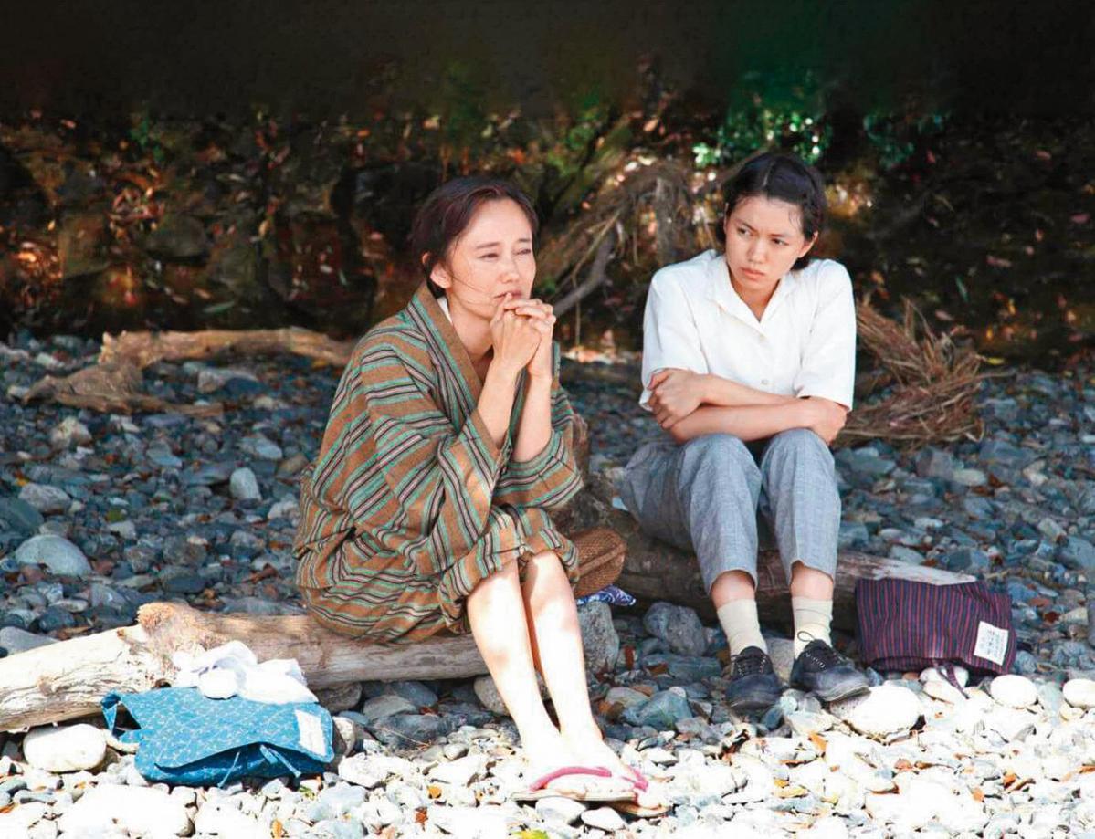 《此國之空》是荒井晴彥自編自導的第二部片,女主角為二階堂富美(右),獲讀賣文學獎最佳劇本獎。(翻攝自video.friday.tw)