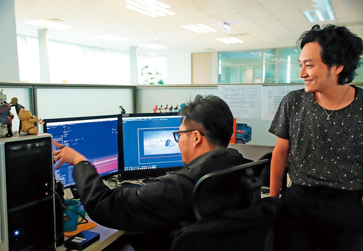 《刀說》總監製黃亮勛(右),3年前成功打造與日方合作的《東離劍遊記》,今年將推出第三季。(霹靂國際提供)