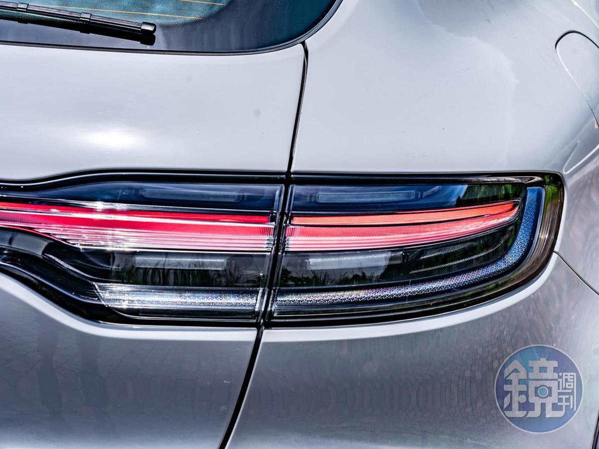 延續新世代家族設計語彙的3D LED 光帶車尾燈組。