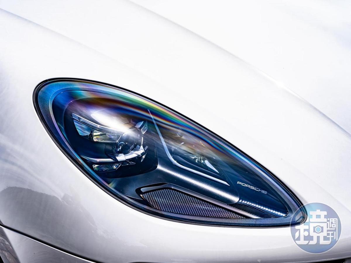 新設計的頭燈組結合LED科技,並選配保時捷動態照明升級系統 (PDLS Plus)。