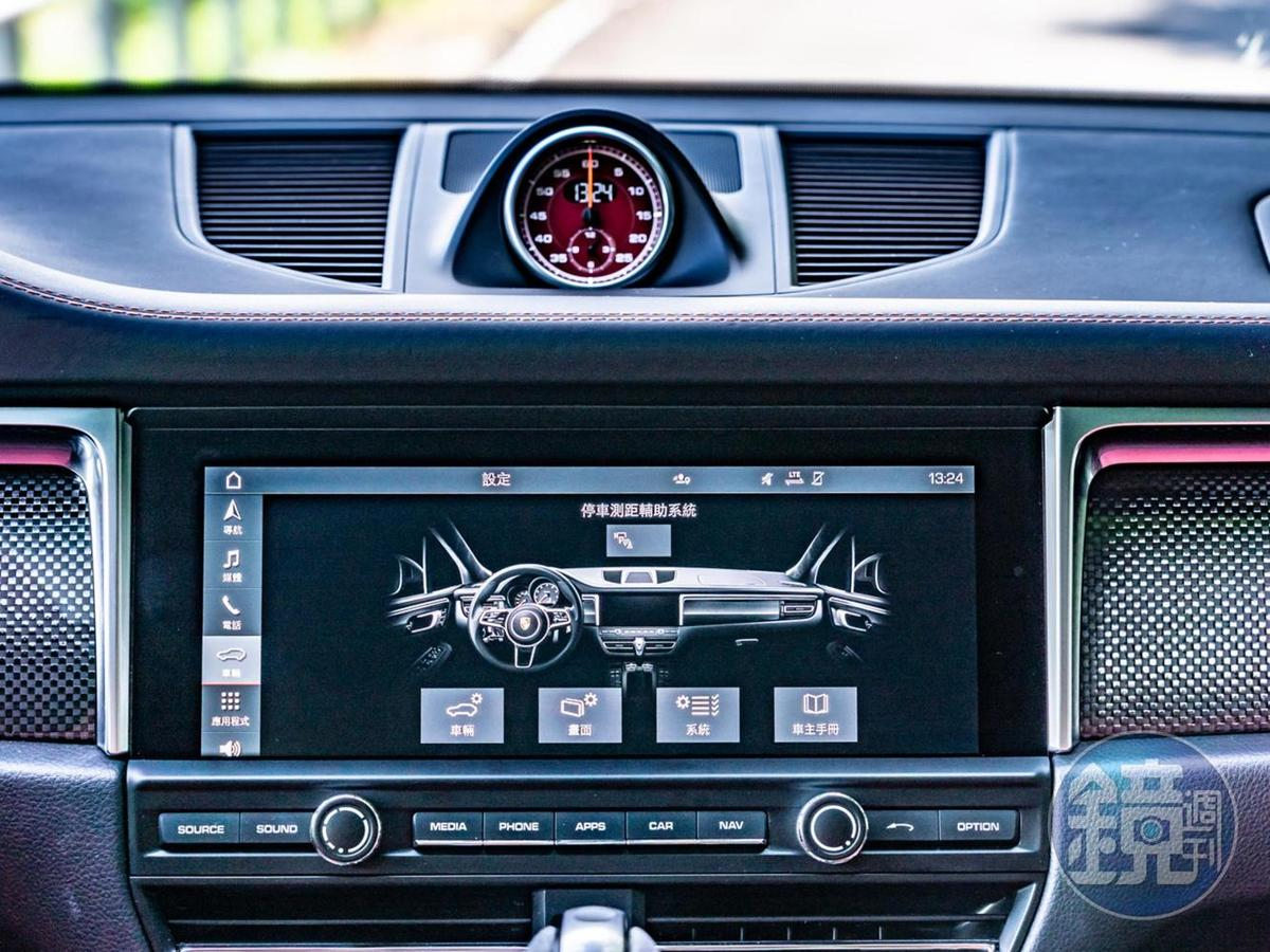 中央多媒體螢幕尺碼放大至10.9吋,採用觸控式螢幕並加入新世代PCM保時捷通訊管理系統。