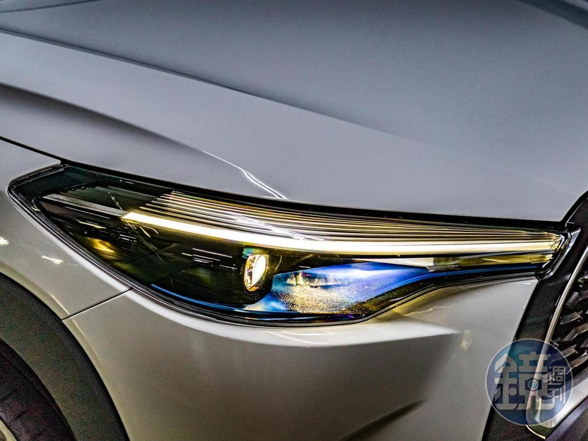 LED Bi-Beam頭燈擁有搶眼的類燈眉日行燈設計。