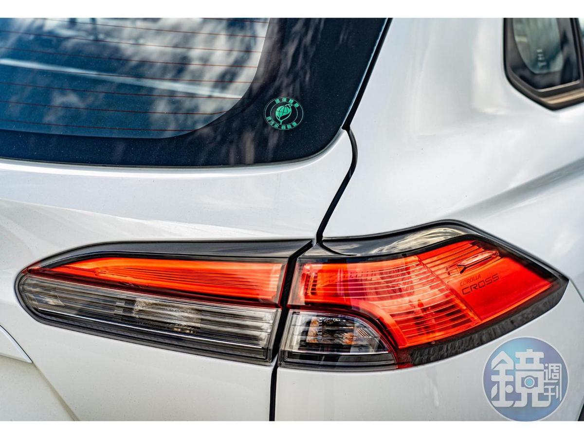 LED光條式尾燈運用光幕工法打造出吸睛的科技光感。