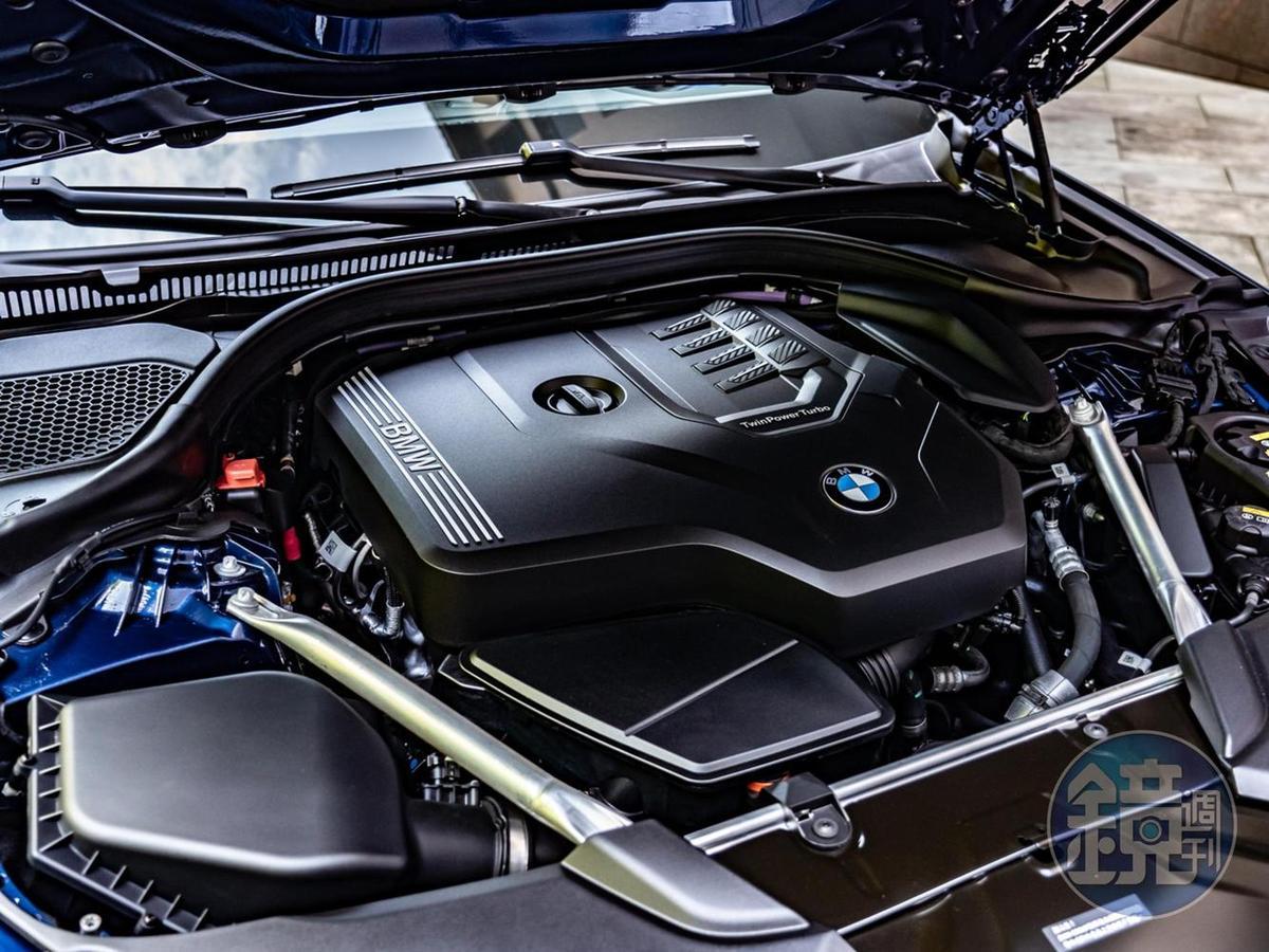 TwinPower Turbo直列4汽缸汽油引擎具備252匹最大馬力、35.7kgm最大扭力。