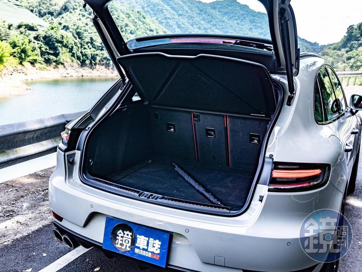 標準行李廂容積為500公升。