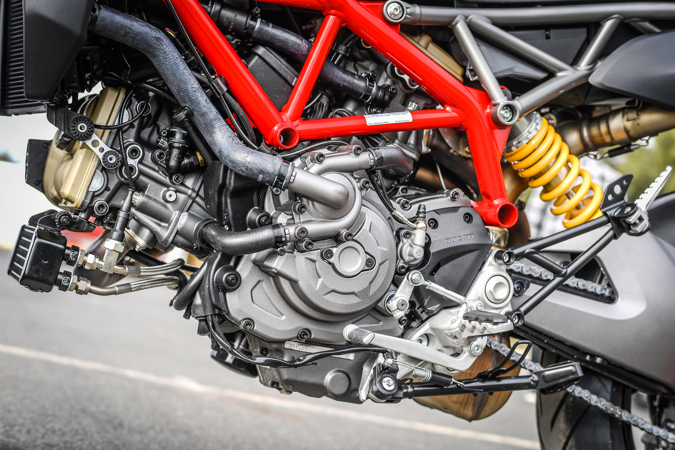 Hypermotard_950_Static 42_UC70263_Preview