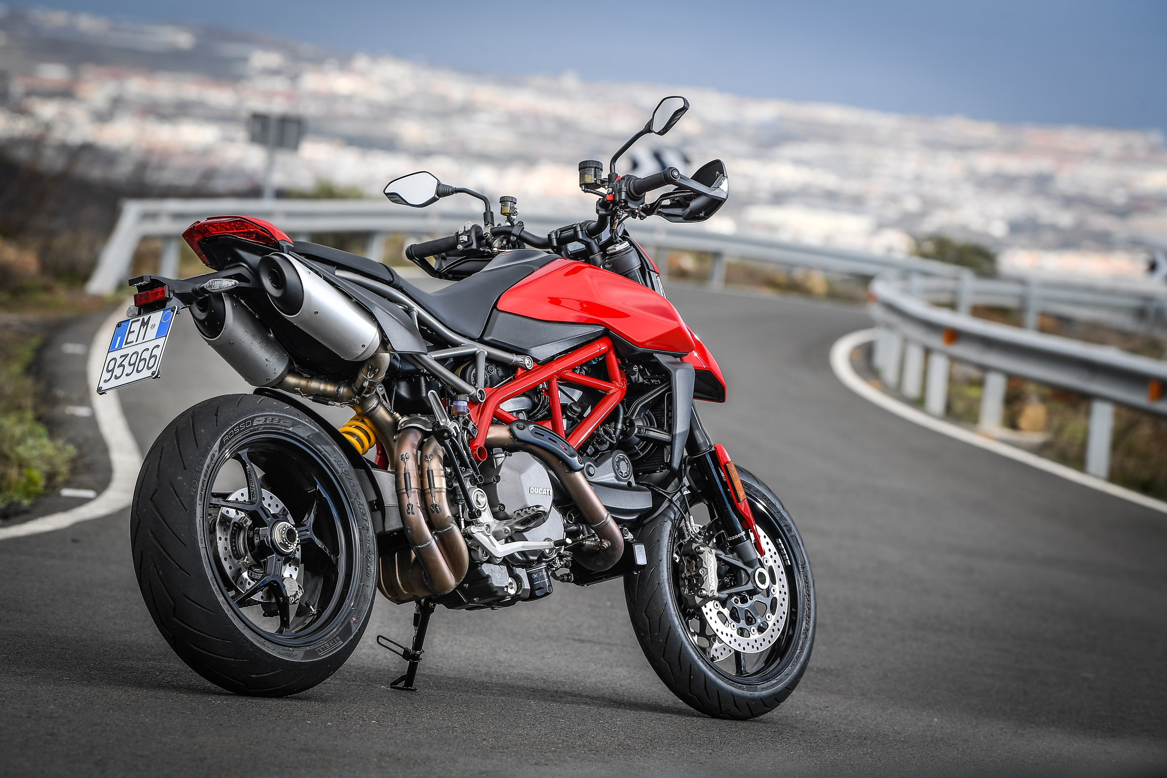 Hypermotard_950_Static 03_UC70265_Preview