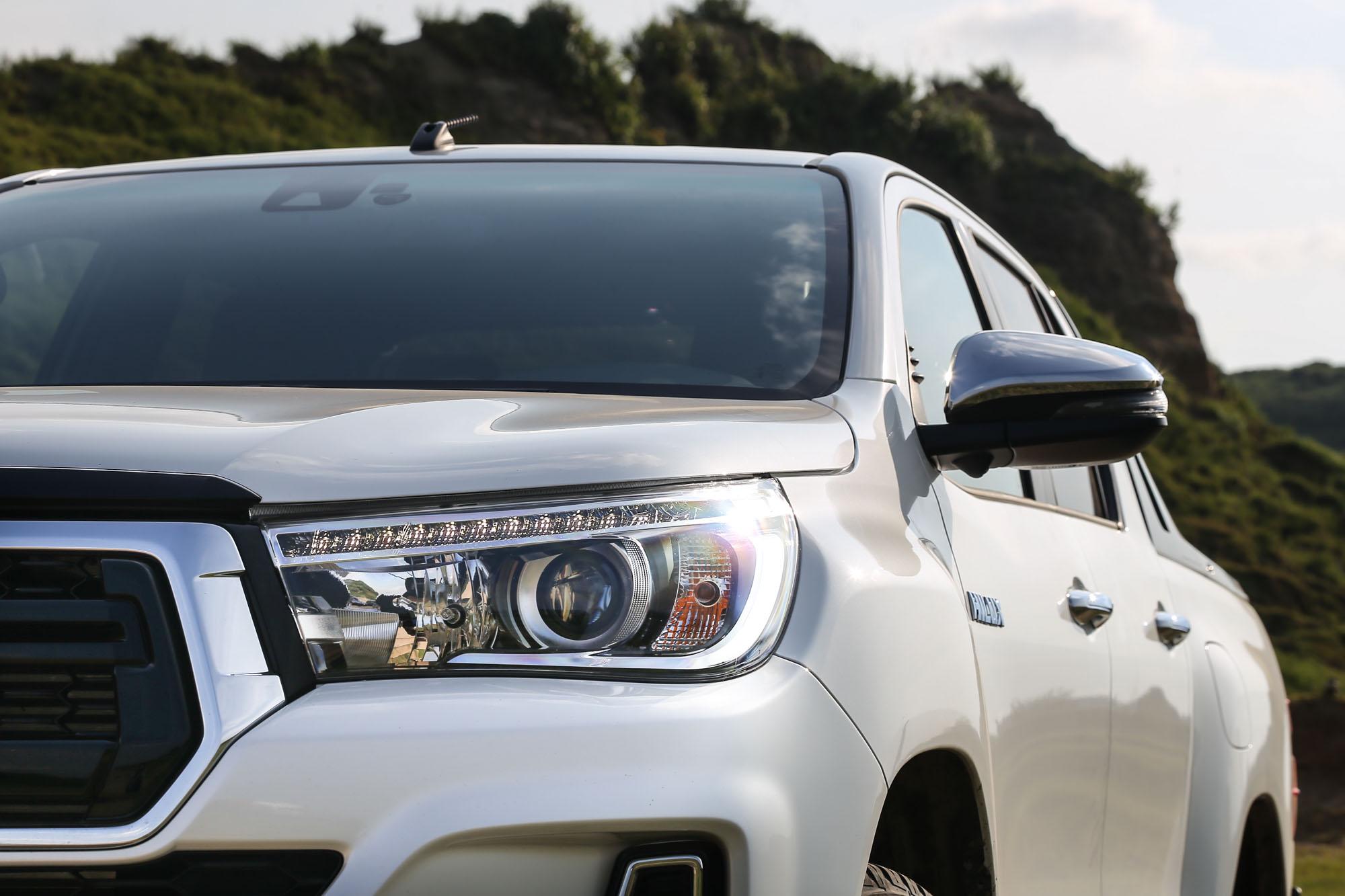附水平調整功能的 LED 頭燈列為標準配備。