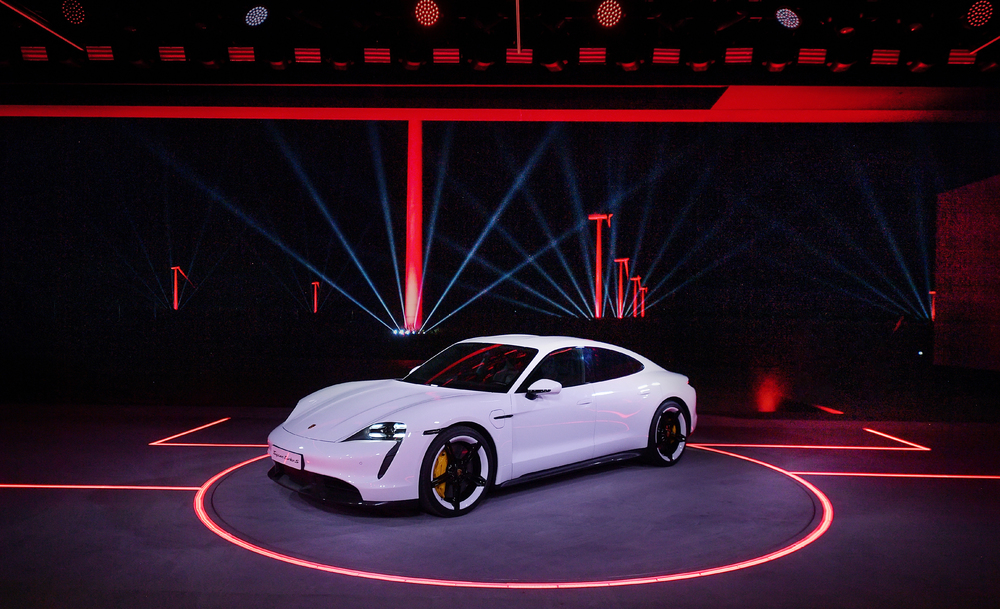 Porsche Taycan 於中國福建省發表,距離福州市約 150 公里的平潭島的風力發電廠象徵風力發電能源運用。