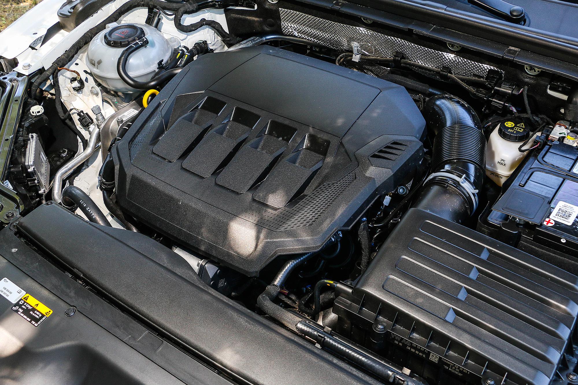 試駕車的動力為 272 匹馬力的 2.0 TSI 汽油引擎。