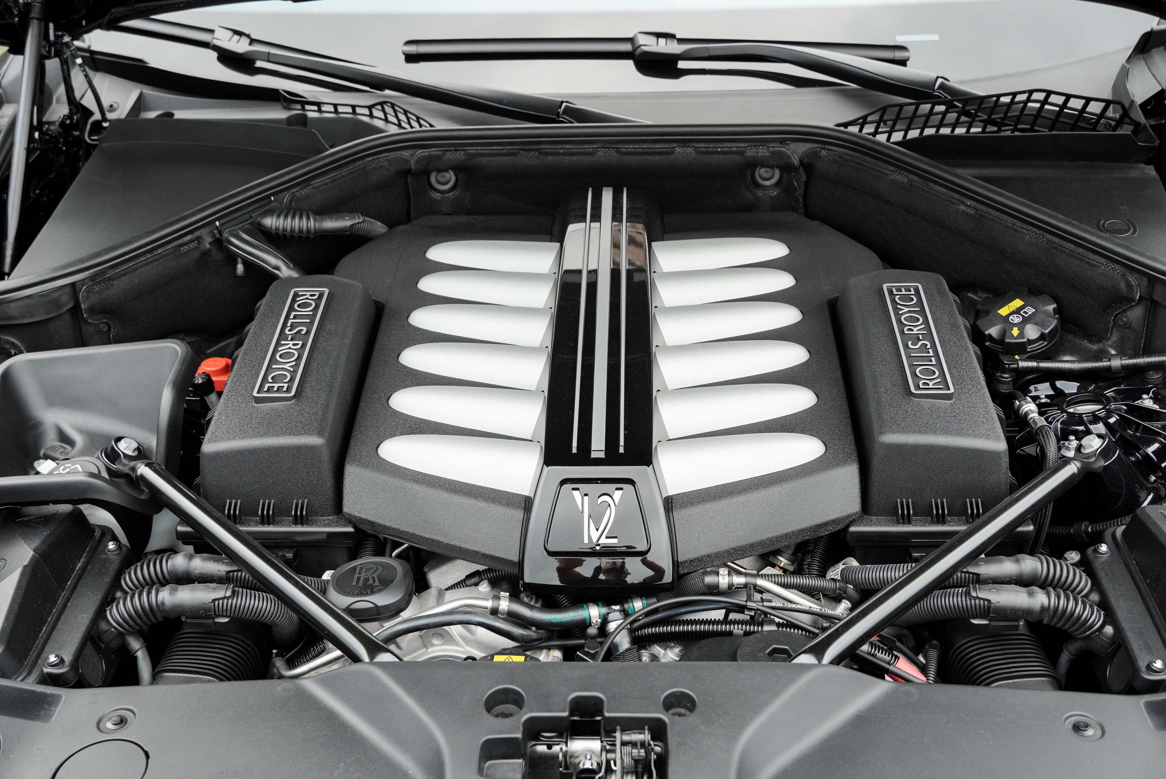 V12 渦輪增壓引擎具備 624 匹馬力及 800 牛頓米扭力。