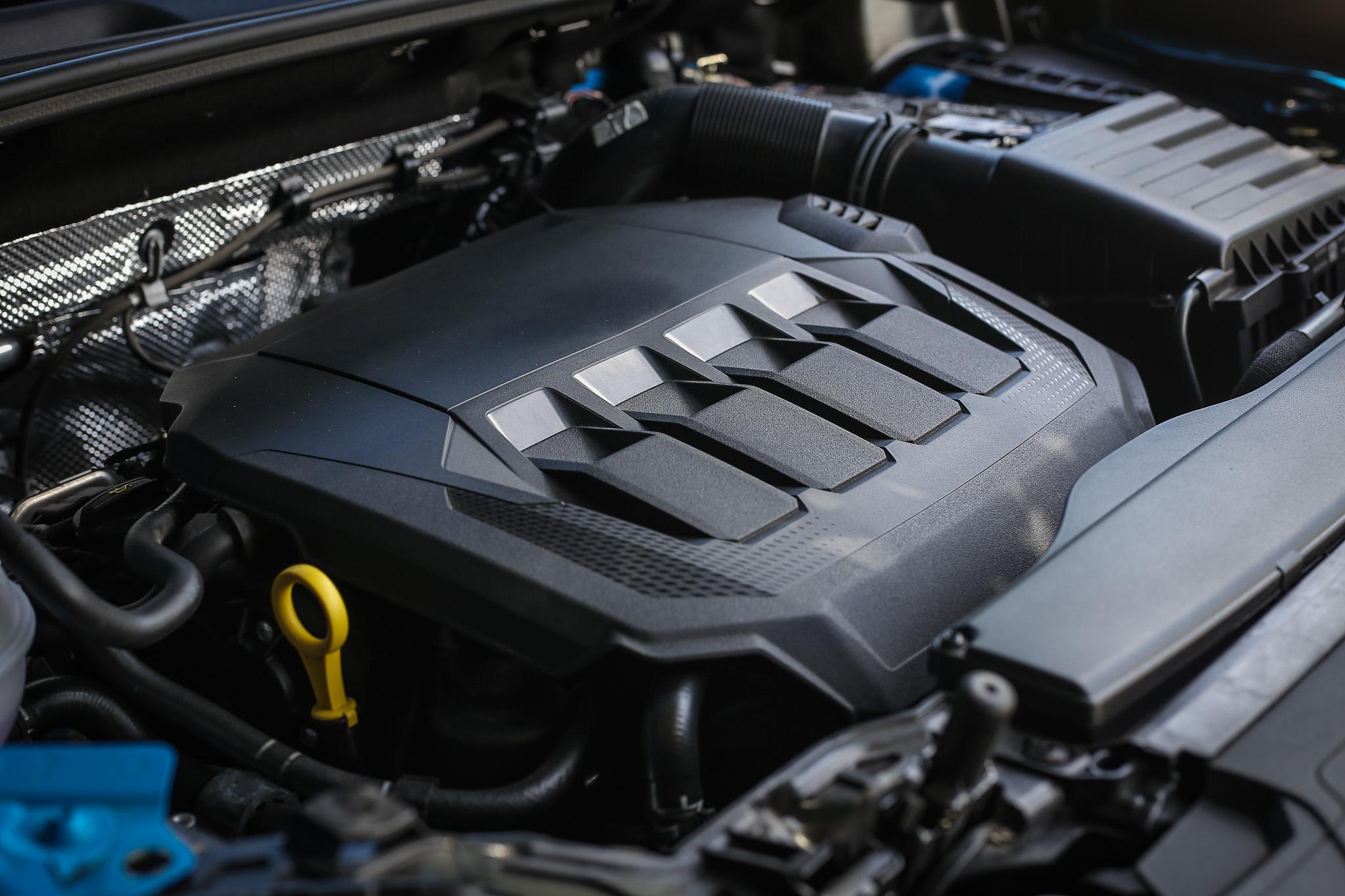搭載 2.0 升渦輪增壓直列四缸汽油引擎,具備 190hp/4200~6700rpm 最大馬力與 320Nm/1500~4100rpm 最大扭力輸出。