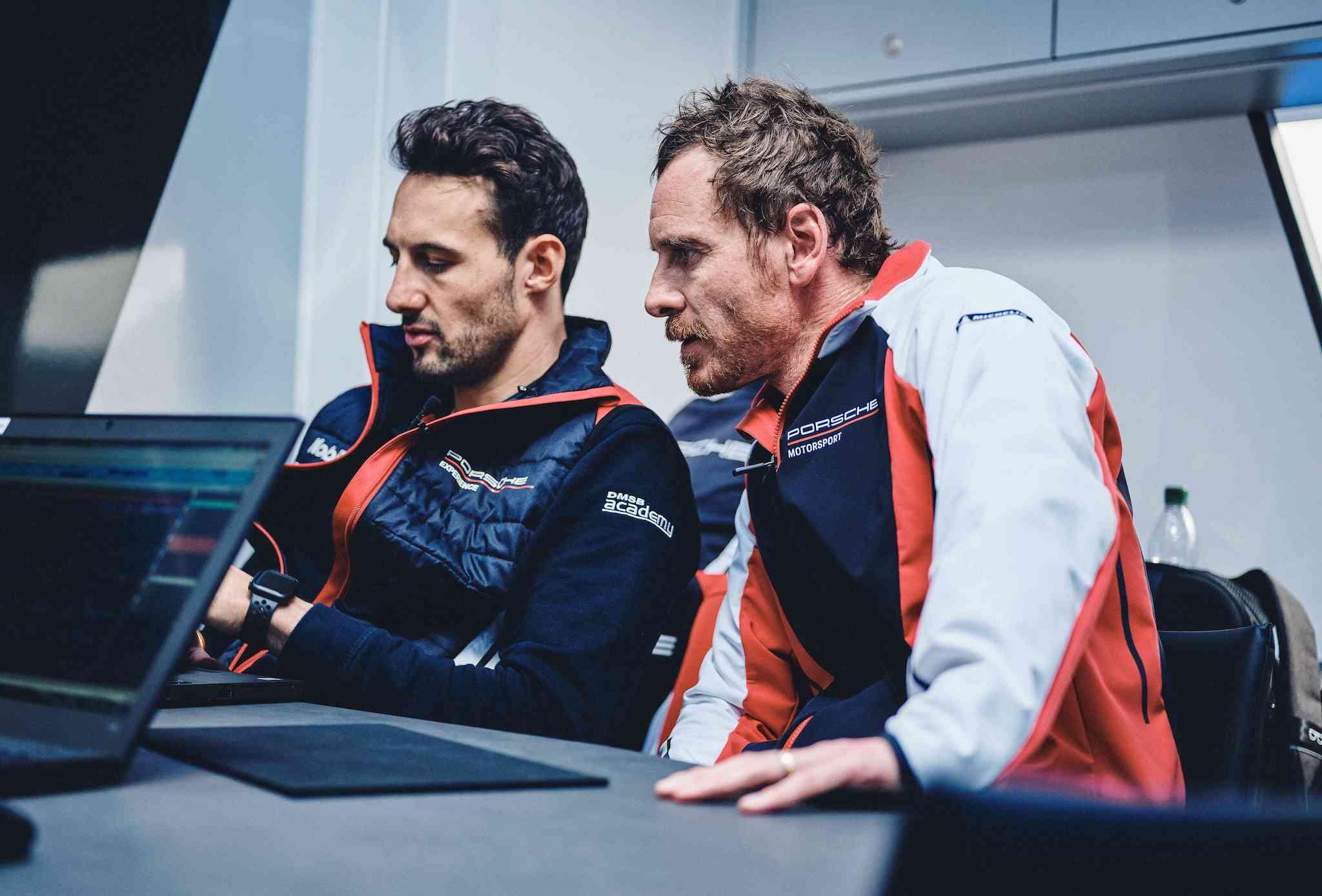 Michael Fassbender(右)將與德國籍Felipe Fernández Laser(左)駕駛 No. 93 Porsche 911 RSR參戰利曼馳騁賽道。
